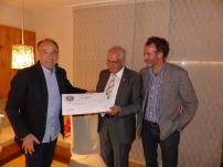 Kiwanis  Club Bruneck unterstützt das Südtiroler Kinderdorf mit dem Erlös aus der Faschingskrapfen-Aktion 2017